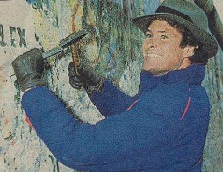 hasselhoff-at-berlin-wall