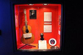 Η κιθάρα που έδωσε ο Jimmie Rodgers σε ανταλλαγή