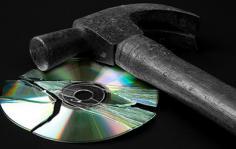 CDs στον κάδο της Ιστορίας